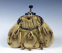Purse in leather -- 16th Century harp purse. French.
