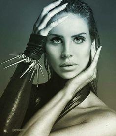 Face: Lana Del Rey | Body: Kate Moss #edit