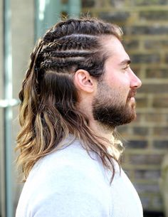 Men's braid – at the crossroads of genders - Mode et Beaute Mens Braids Hairstyles, Hairstyles Haircuts, Viking Hairstyles, Cool Hairstyles, Viking Braids, Man Braids, Hair And Beard Styles, Curly Hair Styles, Lange Blonde
