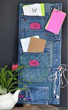 Organizadores con bolsillos de viejos jeans.