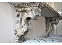 I've seen these corbels at re-use places and wondered what to do wiht them. Now I know! <3