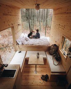 L'image contient peut-être: table, chambre et intérieur