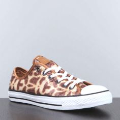 I need these! Giraffe printed Converse!!!