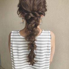 やっぱり一番かわいくて簡単♡アレンジ自在の「編み下ろし」をマスターして愛され女子に!|PONTE Hair Arrange, Bridal Hair, Wedding Hairstyles, Beauty Hacks, Hair Beauty, Hair Styles, Clothes, Beautiful, Fashion