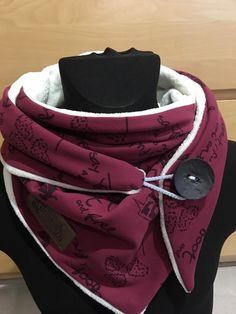 Size about 150 x 55 with button and label in leather look. Our wipes and scarves are made from soft jersey. No enter and warp when washing. Mode Steampunk, Real Pearl Necklace, Head Scarf Styles, Cotton Club, Golden Girls, Scarf Hairstyles, Neck Warmer, Hats For Men, Scarf Wrap