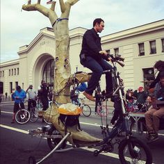 Tree bike #sundaystreets #embarcadero #sanfrancisco