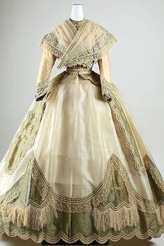 Day dress 1860's the beauty of this dress is understated with a touch of elegance  K♥