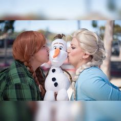 Comfy princess prt. III Showing Olaf all of the love  Anna @theshortmuggle  @kurtisonxp  #cosplay #cosplayer #girlswhocosplay #cosplayersofinstagram #geekgirl #cosplaygirl #girlswhocosplay #womenofcosplay  #disney #disneycosplay #disneyprincess #waltdisney #disneyprincesscosplay #frozen #frozencosplay #elsa #elsacosplay #anna #annacosplay #olaf #letitgo