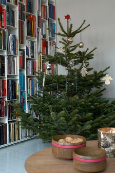 Those bookshelves!