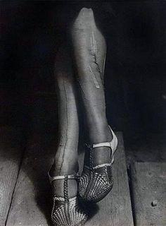 1934 La Crise, bas reprisés, sténographe, San Francisco http://monblog75.blogspot.fr/2012/12/photos-dorothea-lange.html