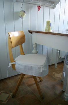 Riona: DIY - czyli jak uszyć poduszkę z falbanką na krzesło