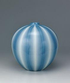 Large ovoid vase with muku tree ash glaze and marbled line design by Matsui Koyo