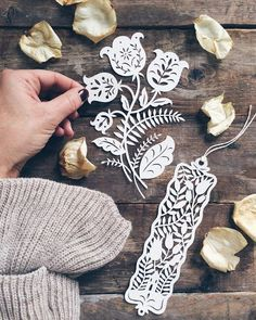 giochi di carta: New Floral Paper cutting - Scherenschnitt, Silhouetten, Plotter - Neli Quilling, Paper Quilling, Quilled Roses, Quilling Comb, Origami Paper, Diy Paper, Paper Crafts, Kirigami, Papercut Art