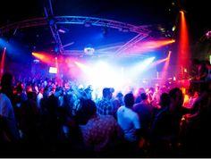 Voor wie echt graag een stapje in de wereld wilt zetten is er de discotheek Fuse.