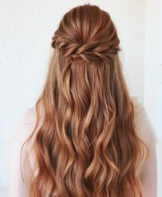 Read Party Hairstyles - 100 Photos Inspiration For All Occasions in Waufen Magazine, the online fashion magazine that brings the latest trends and special tips for you. Prom Hairstyles For Long Hair, Homecoming Hairstyles, Party Hairstyles, Braided Hairstyles, Retro Hairstyles, Natural Hairstyles, Medium Hair Styles, Curly Hair Styles, Face Shape Hairstyles