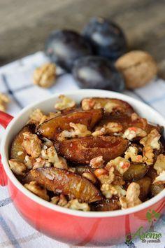 Un desert usor de facut, rapid si ieftin, cu o aroma irezistibila de scortisora, prune si nuca. Trebuie sa-l incercati! Kung Pao Chicken, Raw Vegan, Sweets, Meals, Breakfast, Ethnic Recipes, Desserts, Food, Sweet Dreams