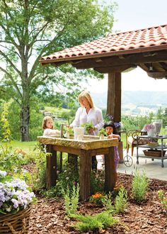 The homeowner has a small area between the patios where she plants some herbs. image: homebunch.com