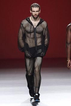Maria-Escote-Spring-Summer-2014-men-runway-Madrid-Fashion-Week-MBFWM-Menswear-_004.jpg 580×870 píxeles