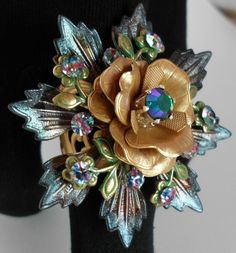 Funky floral ring using B'sue Boutiques findings from Kate Mulligan of Mulligan Stew Jewelry.  Kate is a member of the B'sue Boutiques Design Team.