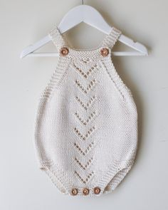 Knitted Baby Clothes, Knitted Romper, Baby Clothes Patterns, Baby Knitting Patterns, Stitch Patterns, Free Knitting, Baby Romper Pattern Free, Lacey Pattern, Crochet Top