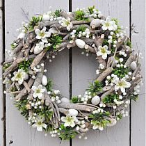 12 Decorating Ideas with Rustic Frames for Your Farmhouse Home - The Trending House Easter Flower Arrangements, Floral Arrangements, Easter Wreaths, Christmas Wreaths, Deco Floral, Spring Crafts, Summer Wreath, How To Make Wreaths, Easter Crafts