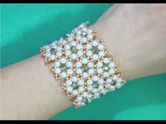 Bracelet BRACELET of crystals and pearls Delicate Flowers - Maguida Silva Beaded Bracelets Tutorial, Beaded Bracelet Patterns, Seed Bead Bracelets, Handmade Bracelets, Beaded Anklets, Beaded Rings, Beaded Necklace, Beaded Jewelry Designs, Jewelry Crafts