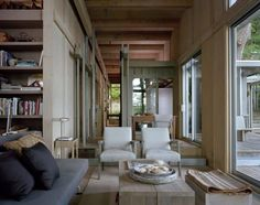 Kabine bei Longbranch von Olson Kundig in Washington, USA Interior Design Magazine, Sistema Drywall, Timber Cabin, Cabinet D Architecture, Outdoor Living, Indoor Outdoor, Steel Columns, Weekend House, Into The Woods