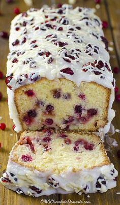 Christmas Cranberry Pound Cake Thinking about Christmas recipes ? Then you should think about tasty pound cake with cranberries and white chocolate and a beautiful white glaze. You simply have to try this heavenly Christmas Cranberry Pound Cake ! Christmas Desserts Easy, Christmas Cooking, Christmas Cakes, Christmas Lasagna, Christmas Cranberry Cake, Cranberry Dessert, Christmas Bread, Christmas Cheesecake, Christmas Snacks