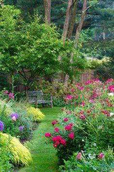 Who would'nt want to sit on this bench in this adorable garden | Vem vill inte…