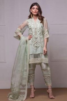 53 Ideas For Embroidery Dress Pakistani Pakistani Formal Dresses, Pakistani Fashion Casual, Pakistani Dress Design, Pakistani Outfits, Pakistani Clothing, Eid Outfits, Wedding Outfits, Wedding Wear, Wedding Dresses
