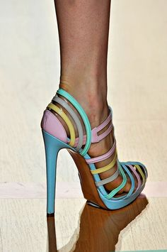 SHOES OBSESSED !!!!!! - via: whatchathinkaboutthat - Imgend