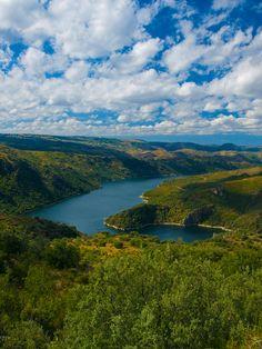 Los arribes del Duero desde el mirador de Las Escaleras, en la localidad de Fermoselle, Zamora, España . (Arribes del Duero Natural Park), Spain