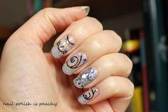 nail polish is peachy: Pierres précieuses pour Diamant sur l'ongle