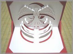 Voici un nouveau modèle de kirigami gratuit représentant un ange qui prie. Idéal pour réaliser pour les périiodes de fêtes de fin d'année ou à l'occasion d'un baptême ou communion. Vous pouvez retrouver ce modèle sur le blog ici!! Bonne création à to...