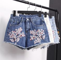 Moxisum European And American Style Peach Blossom Embroidery High Waisted Denim  Shorts Feminino Sexy Jeans Short Women Summer f9bf4ad6fb