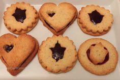 Diese LowCarb Mandelkekserl sind wunderbare Ausstechkekse - nicht nur für Weihnachten! Sie sind auch glutenfrei und abwechslungsreich zu verarbeiten!
