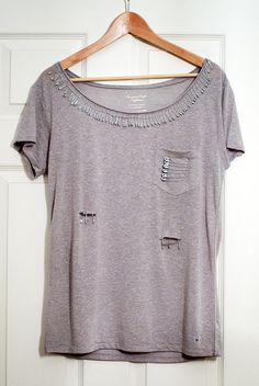 Diary of Frugalista: Super easy DIY Safety Pin T-Shirt. If you got too many boring T-shirt this DiY is for you.