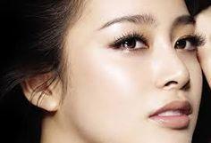 Với kỹ thuật nâng mũi tại Kim Hospital, đầu mũi và trụ mũi được tạo dựng bằng sụn tự thân nên bạn không nên lo lắng liệu nâng mũi có được vĩnh viễn không.