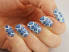 When you know how to paint a snowflake, check out the following snowflake nail art designs and choose which one you will try first. Enjoy!