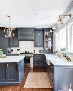 Modern Home Decor Slate blue kitchen cabinets and brass lighting in this classic kitchen. Home Decor Slate blue kitchen cabinets and brass lighting in this classic kitchen. Grey Kitchens, Cool Kitchens, Colorful Kitchens, Small Kitchens, Kitchens With Color, Remodeled Kitchens, Tuscan Kitchens, Bespoke Kitchens, Luxury Kitchens