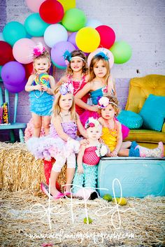 I would LOVE to take pictures of adorable girls with a set up like this!