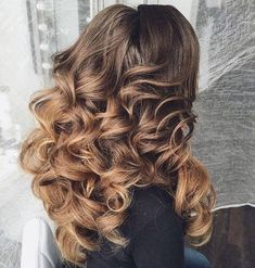 7 Ways to Achieve Heatless Curls Big Voluminous Curls, Inspo Cheveux, Hair Curling Tutorial, Heatless Curls, Bayalage, Hair Blog, Pretty Hairstyles, Unique Hairstyles, Messy Hairstyles