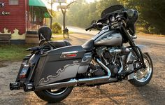 Perfect companion for a lunch date. Harley Davidson Gifts, Motos Harley Davidson, Harley Davidson Street Glide, Harley Bobber, Harley Bikes, Custom Harleys, Custom Baggers, Motorcycle Types, Touring Bike