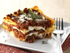Discover lasagne lasagna recipe easy on cuisineactuelle. Slow Cooker Recipes, Cooking Recipes, Healthy Recipes, Good Food, Yummy Food, Eat Fat, Potato Dishes, Food Design, Couscous
