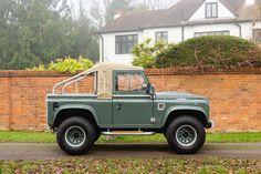 Defender 90, Land Rover Defender, Amazing Cars, Outlander, Offroad, Landing, 4x4, Vehicles, Land Rovers