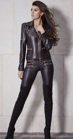 Ladies Leather Jacket Street Style Outfit With Black Boots - Shopping for a trendy new leather jacket to wear with your new Street Style Outfits? Shop our collection of women's leather jackets to find the trendiest leather jackets online. Leather Jacket Outfits, Leather Dresses, Leather Pants, Leather Catsuit, Leather Jumpsuit, Lambskin Leather, Black Leather, Gq, Shiny Leggings