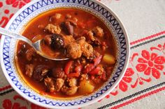 sojovy gulas Plant Based Eating, Garam Masala, Chili, Beef, Vegan, Cooking, Soups, Drinks, Fitness