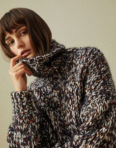 Stylish cardigans and lightweight sweaters for women in colorful cotton yarn, linen and silk. Discover Brunello Cucinelli collection on the online boutique. Knitwear Fashion, Knit Fashion, Knitting Blogs, Knitting Designs, Diy Vetement, Mohair Sweater, Cardigan Pattern, Brunello Cucinelli, Pulls
