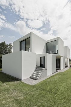 On a narrow plot in Belgium sits the lovely minimalist dwelling called House DZ. Designed by Belgian architecture firm Graux & Baeyens, House DZ a. Houses Architecture, Minimal Architecture, Residential Architecture, Amazing Architecture, Contemporary Architecture, Architecture Details, Interior Architecture, Casas Containers, White Houses