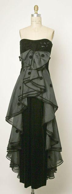 Evening ensemble Valentino  (Italian, born 1932)   Date: ca. 1974 Culture: Italian Medium: silk.
